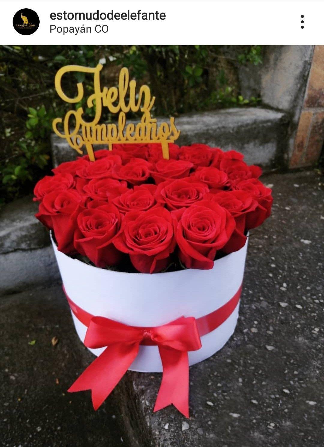 caja de rosas | Caja de rosas, Arreglos florales para cumpleaños, Arreglos  florales diy