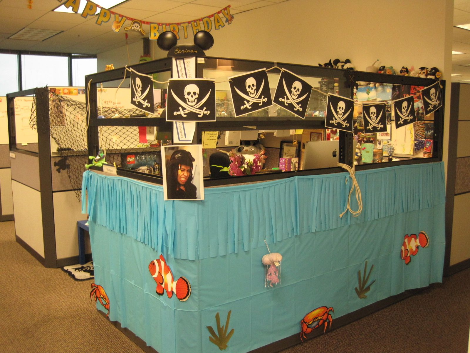 Pirate theme office birthdays pinterest pirate theme for Creative cubicle ideas