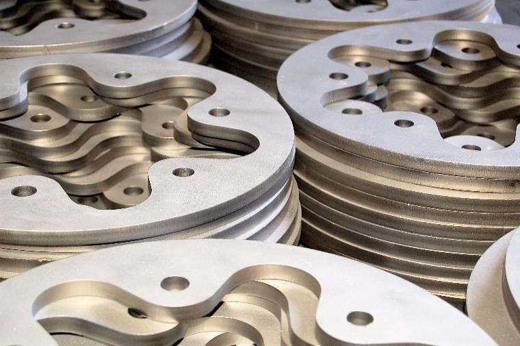 taglio laser acciaio inox 304 e 316, CMMLASER è in grado di fornire lamiere tagliate con il laser per i costruttori di strutture in acciaio inox di qualsiasi tipo.