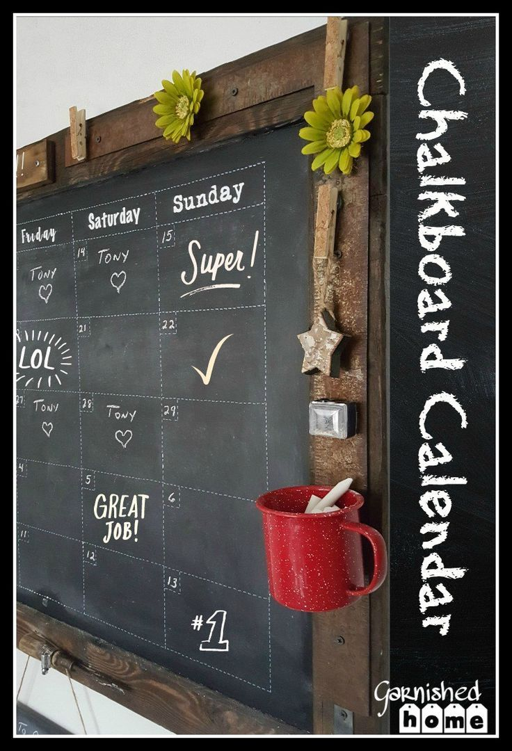This is such an easy DIY Chalkboard Calendar tutorial! I\'ll show you ...