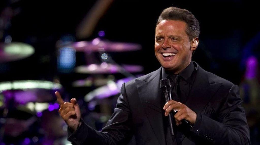 """""""Luis Miguel"""" se convirtió en tendencia porque un Juez de EE.UU. emitió una orden de arresto contra el cantante. http://qoo.ly/ervr4"""