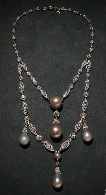 A Belle Epoque platinum, diamonds, pearl necklace, by Cartier, circa 1911. Featuring six grey pearls. #Cartier #BelleEpoque #necklace