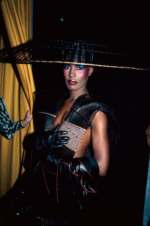 Look Les Ic Nes Mode Des Ann Es 80 Grace Jones Style Icons And Icon Fashion