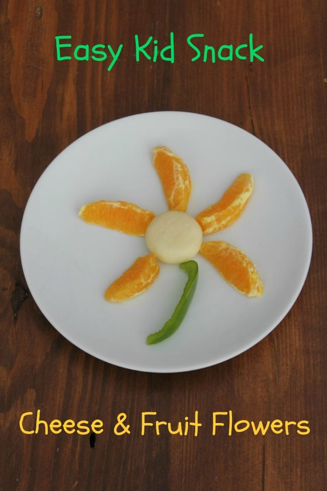 Cheese and fruit flowers are such a cute and easy kid snack!