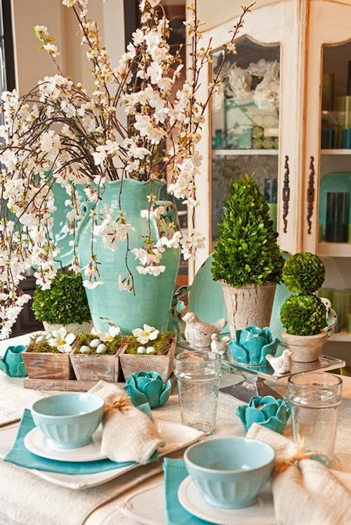 creating the perfect spring tablescape | big vases