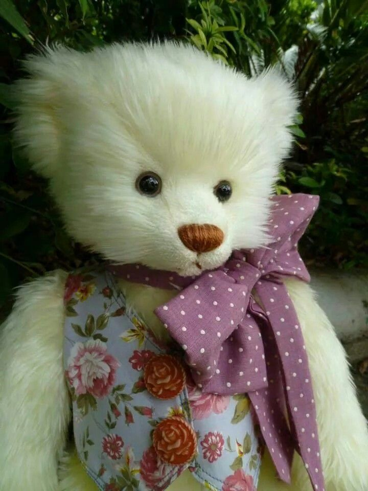 My name is น้ำผึ้ง. (HONNEY) I'm Thailand's teddy bear.  (Made by Kru Kong.)