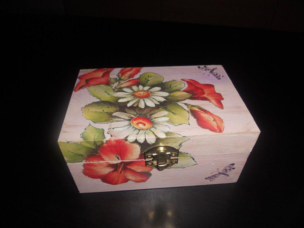 Decorazioni In Legno Per La Casa : Scatola in legno con fiori decorata a decoupage decorazioni