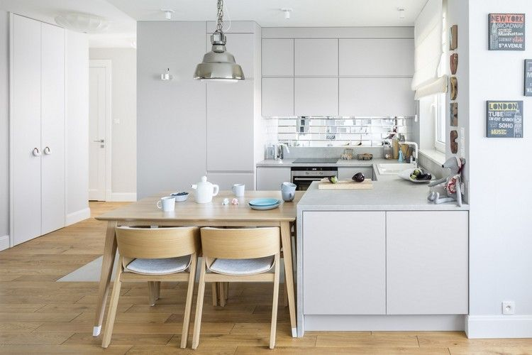 weiße Raffrollos für seidengraue Küche | Ideen rund ums Haus ...