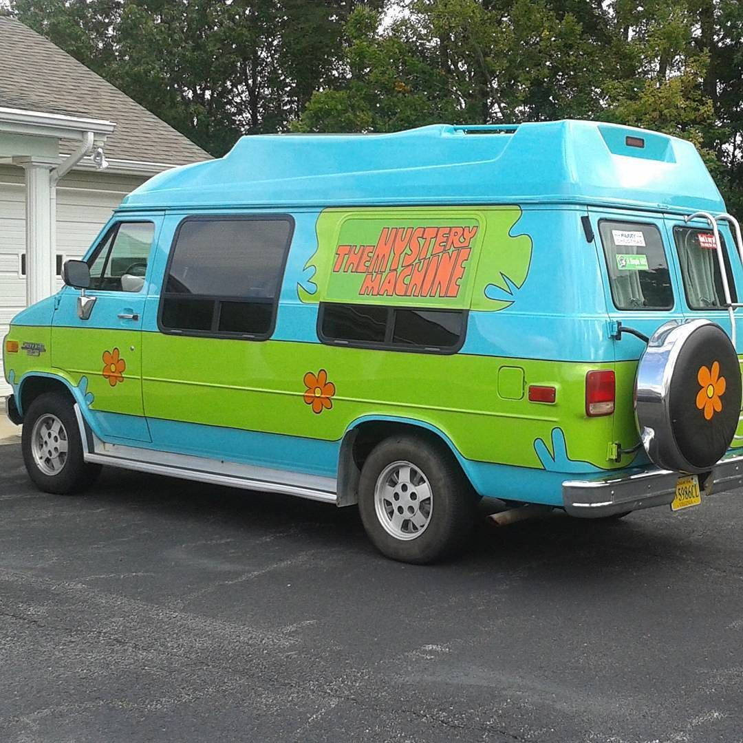 Spotted by my brother  #ScoobyDoo #WhereAreYou Follow the crew :  @ny_car_enthusiast  @americas_rides  @jtecho_photography  #Chevy #Van #ChevyVan #MysteryMachine #Mystery #Machine #Rare #Custom #New_York_Car_Spotter #Oddball by new_york_car_spotter
