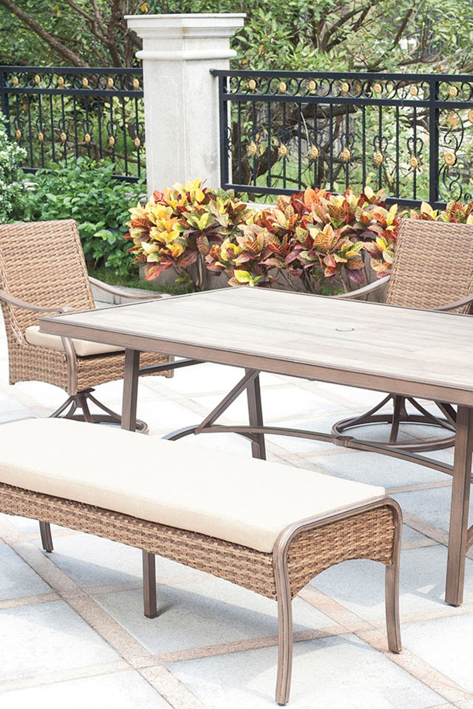 Create a comfortable oasis in your yard with the Palermo
