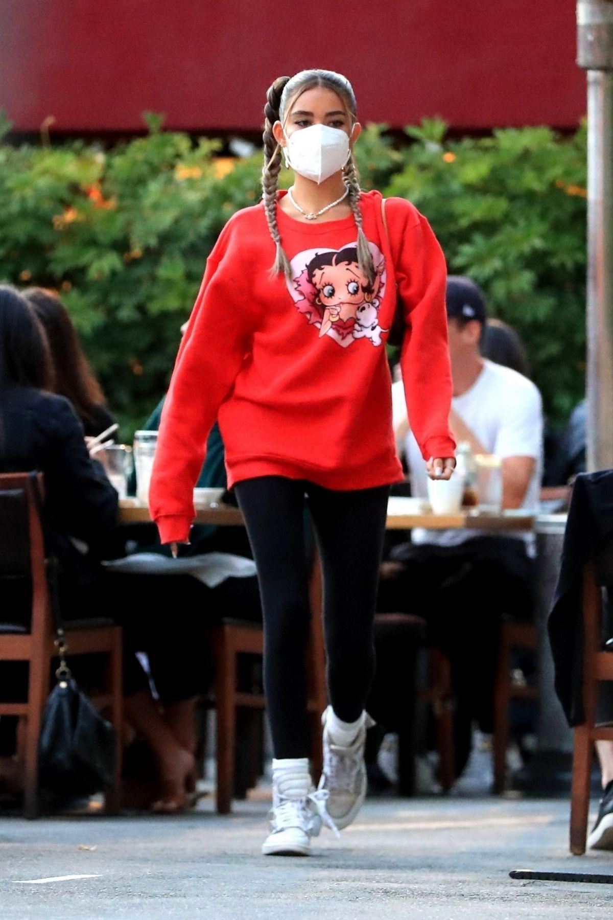 Madison Beer In Oversized Nike Sweatshirt Out In New York 2019 05 10 Madisonbeer Celebskart Madison Beer Outfits Beer Outfit Madison Beer Style [ 1397 x 1200 Pixel ]