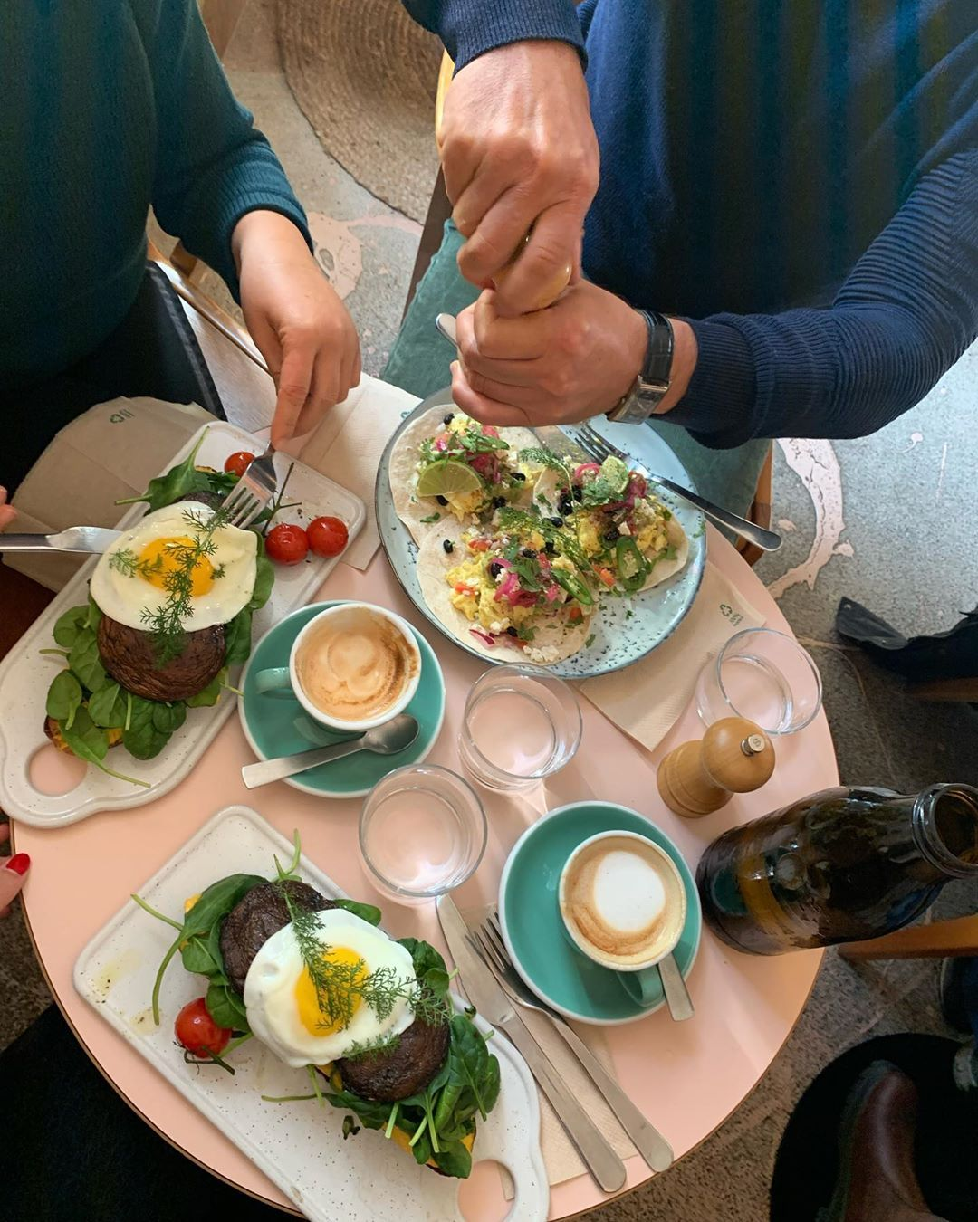 Quality time with family and friends  #family #friends #food #qualitytime #vienna #breakfastQuality time with family and friends  #family #friends #food #qualitytime #vienna #breakfast