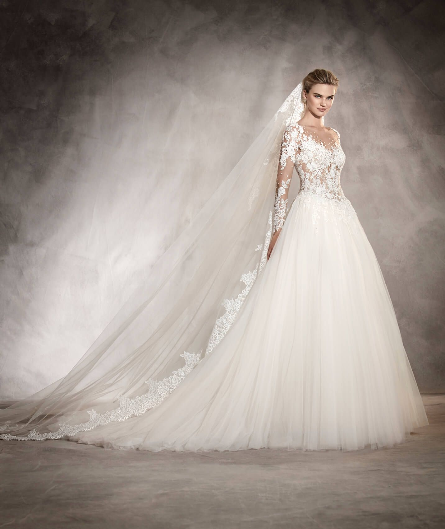 ARLENE - Princess wedding dress fitted at the waist and with a ...