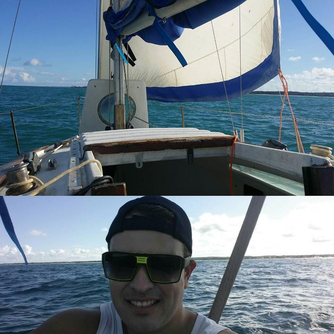 No mar tempo ruim não há!  #sailboat #sealife #bahia #boat #cabralia #mylifestyle #portoseguro #solotravel #happylife #paisagemlinda #coroavermelha  #explore #instatravel #landscape #bluesky #bluesea #clouds #reflection #outono #veleiro #veleiros #sabado #velejando #altomar #velejandoemaltomar #esporte #relaxando #soalegria #instapic #instalike by mariuscosta