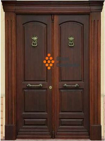 Puerta principal doble hoja con herrajes y detalles for Puerta doble madera