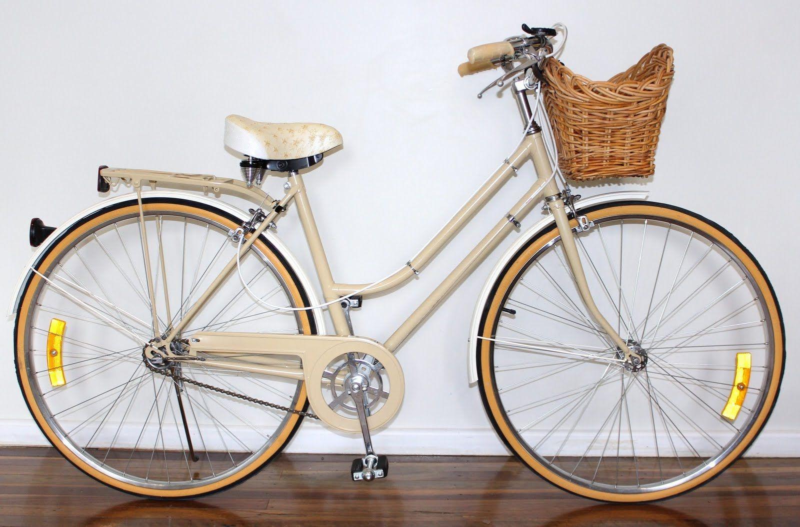 партнеров ретро велосипед фото тела были извлечены