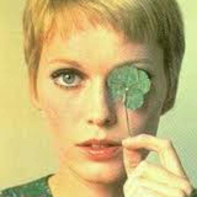 Mia Farrow look so gorgeous!  Thinking of short hair (again)