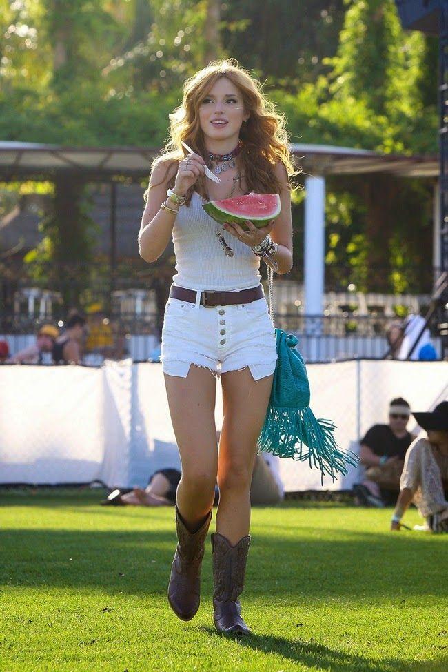 Bella Thorne eufórica y audaz en festival de Coachella 2015