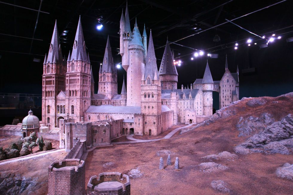 15 Harry Potter Destinations You Can Visit In Real Life London Tours Hogwarts Great Hall Hogwarts Castle