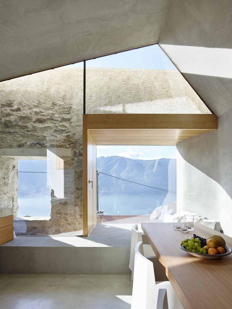 Luftig rustikale Architektur, Dank großzügigem Lichteinfall durch Glasfassade.