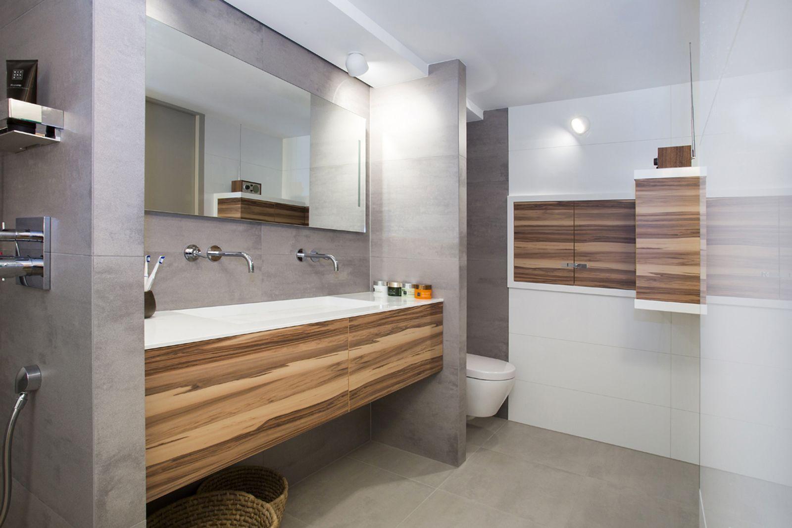 Badkamer Hout Natuursteen : De kleur van het hout gecombineerd met de prachtige natuurstenen