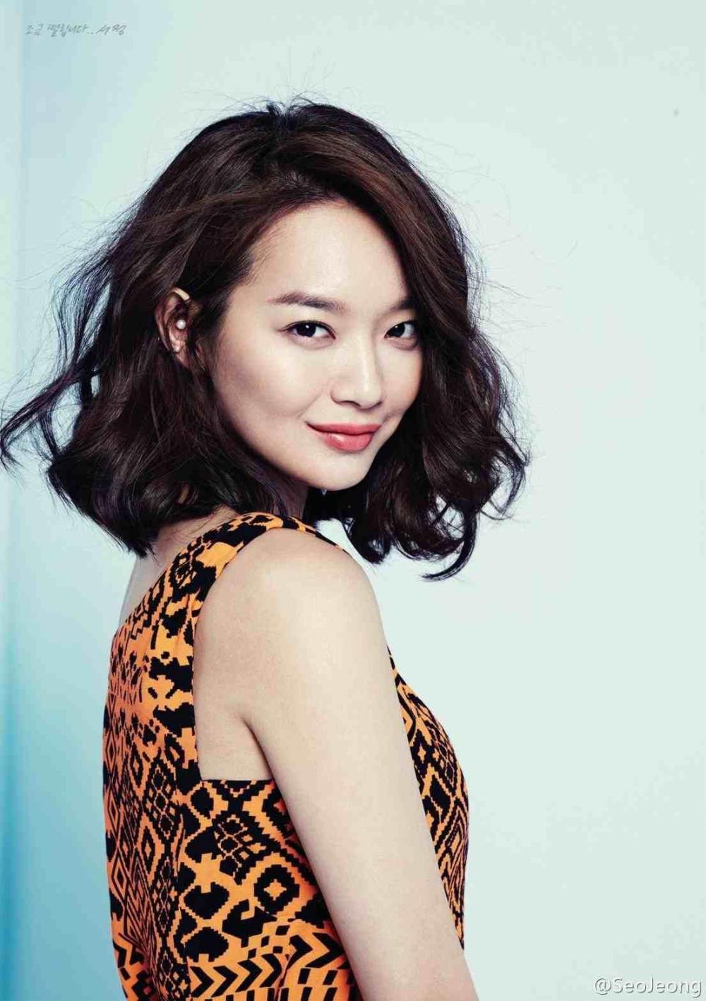 30 Best Short Curly Hairstyles Korean Image In 2020 Medium Hair Styles Korean Hairstyle Short Hair Styles