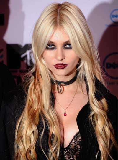 Add Some Style Into Your Long Blonde Hairstyles Taylor Momsen