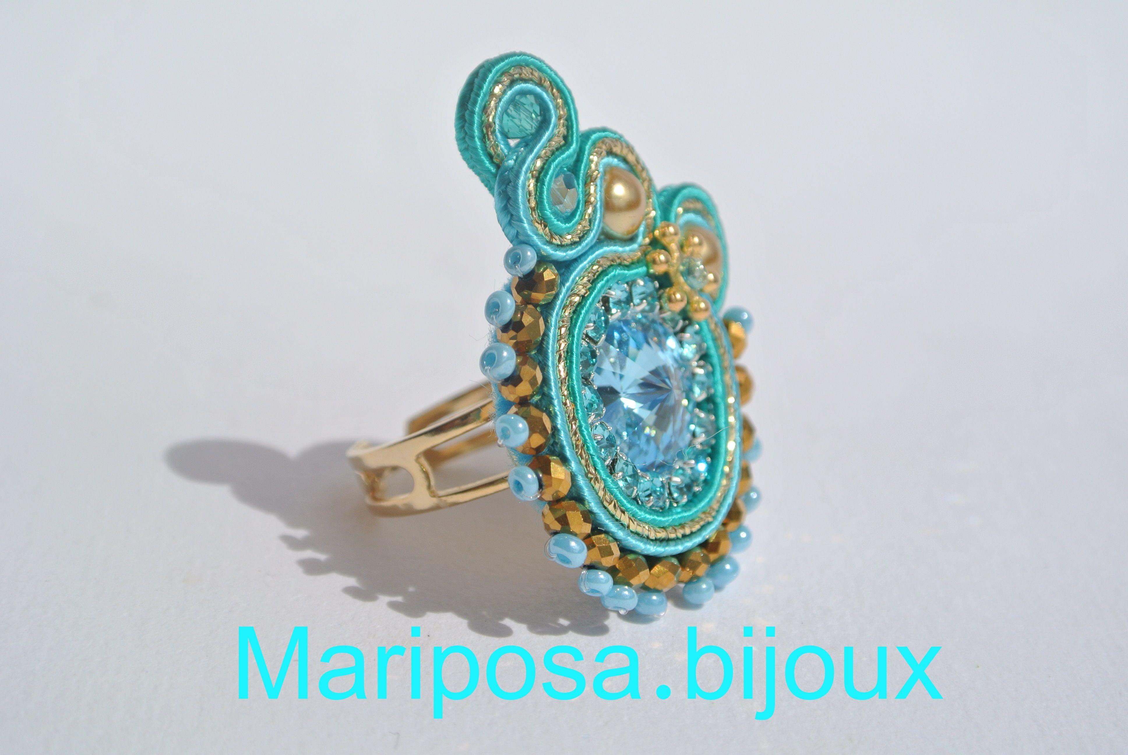 Anello realizzato con Cabochon Swarovski Elements.Strass.Perle Oro.Perline Rocailles cucite a mano.Soutache Verde Smeraldo,Turchese e Oro lurex