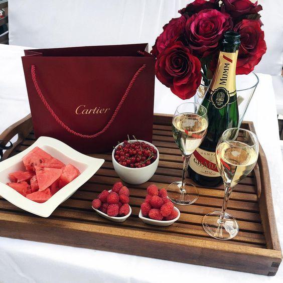 All Cartier Fragrances Are Worthy Of Celebration Https Www Kerlagons Com Search Q Cartier Sorprender A Mi Novio Comida Elegante Regalos Para Mi Novio