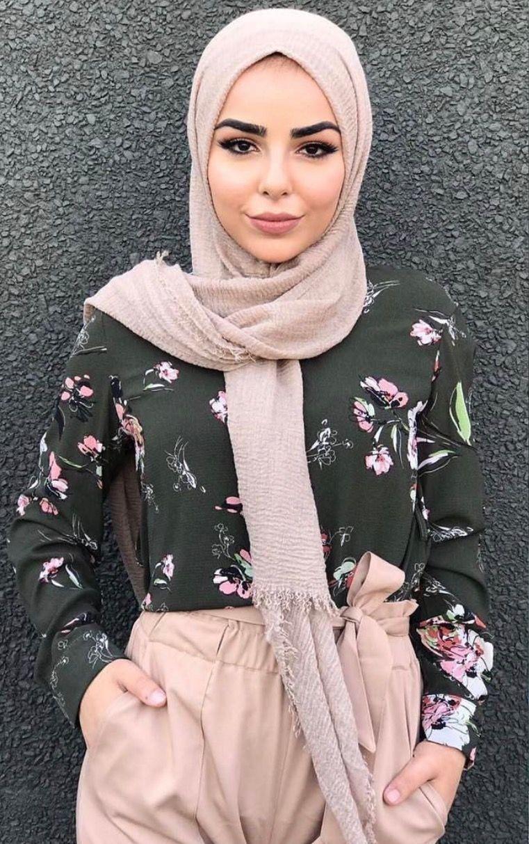 Blush, black, flower power - check out: Esma
