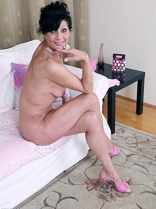 Lovely Woman Love Older 44