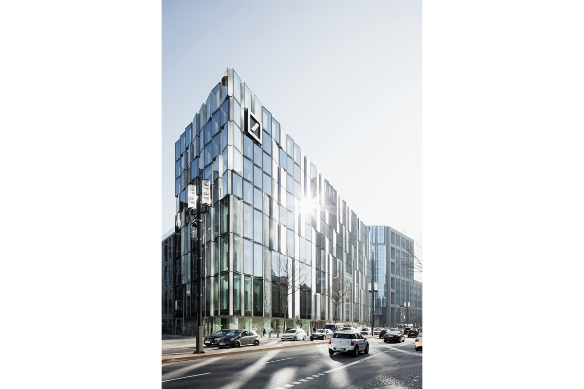 Deutsche Bank Campus Frankfurt Am Main Ksp Jurgen Engel Architekten In 2020 Frankfurt Am Main Facade Skyscraper