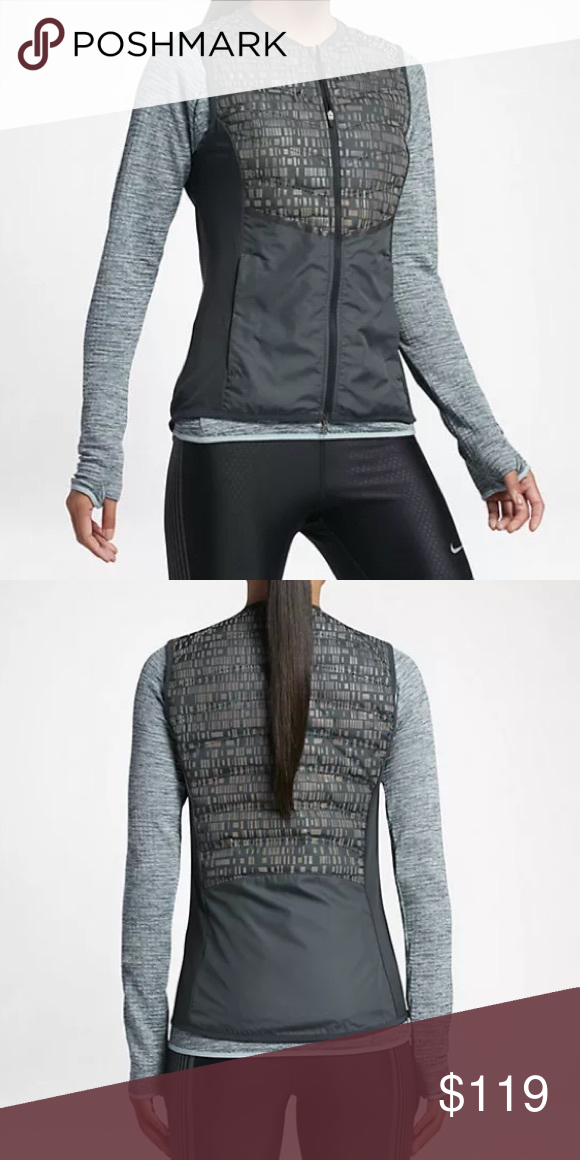 047ecf52a7c7 NWT ⭐️Nike Women s Aeroloft Sport Vest (XS) NWT Nike Women s Aeroloft Flash  Running Vest Size  X-Small Color  Seaweed Green ...