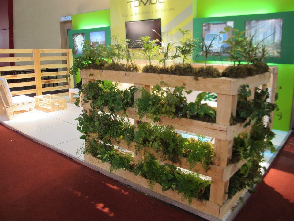 Stand tomol srl expo log stik 2012 jard n vertical en pallets vertical garden in pallets - Jardin vertical pallet ...