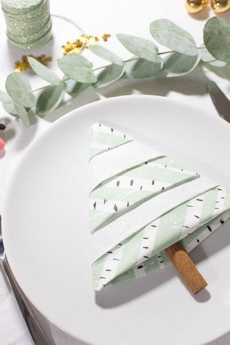 Tannenbaum Servietten falten - Eine einfache Anleitung