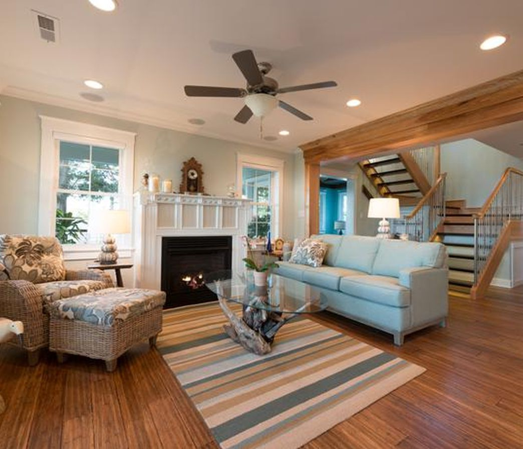 16 Enticing Wall Decorating Ideas For Your Living Room: 10 X 16 Living Room Interior