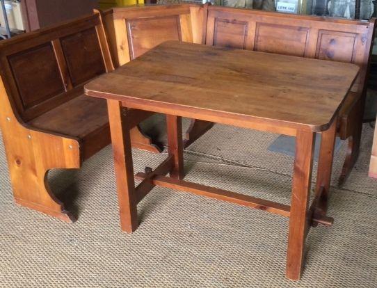 Buenos días!! Hoy lunes os enseñamos esta mesa rinconera. Ideal para ...