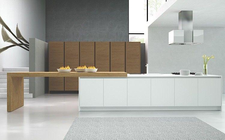 Cucina Laccata Bianca E Colonne Legno Noce Spazzolato Arredamento Progetti Di Cucine Arredamento Casa