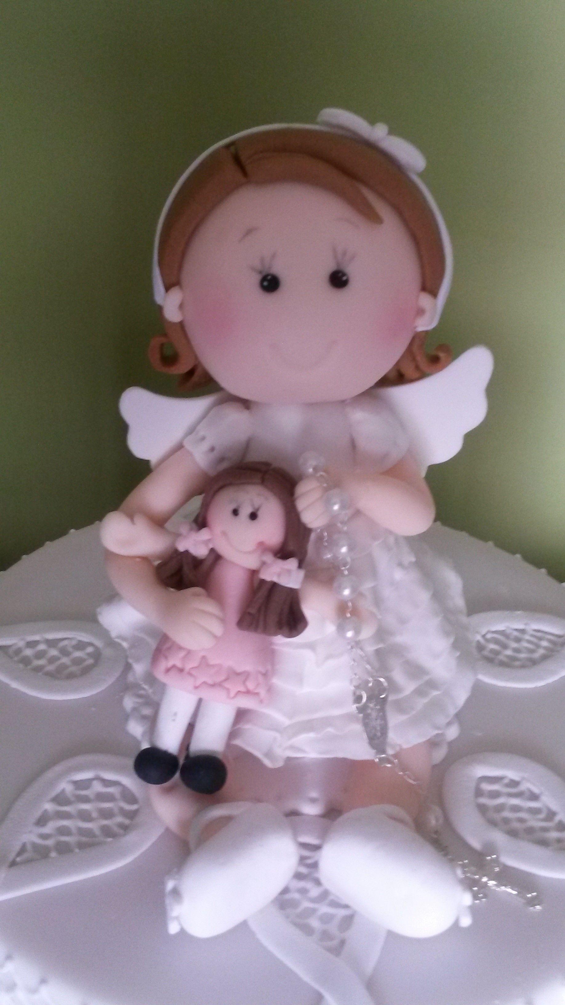 Modelagem de Anjinha em pasta de açúcar.