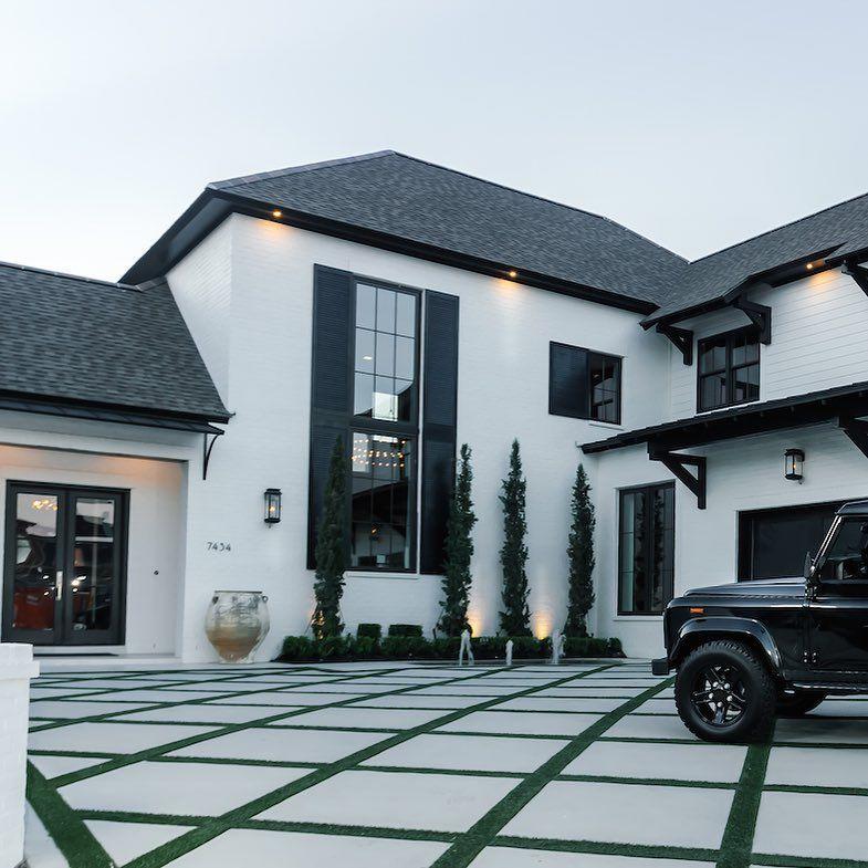 Somethings are just better in #blackandwhite #kennethbrowndesign #interiordesign…
