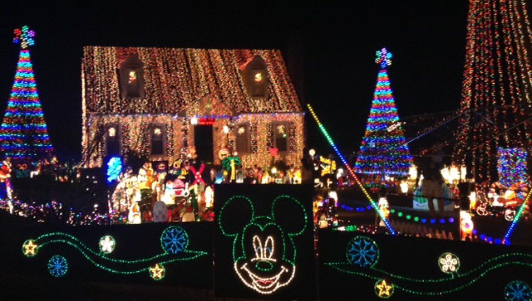 Crazy Christmas Light Displays In Richmond, Virginia   #TackyLightTour #RVA  #Christmas2016 #