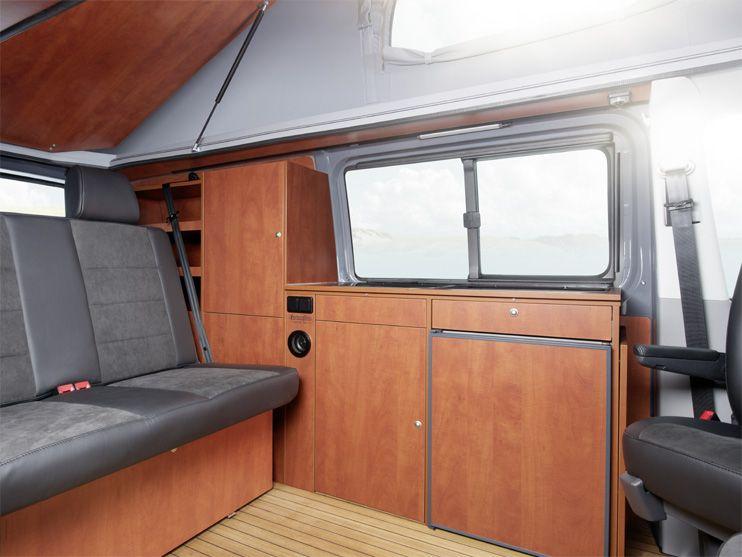 ein blick in der custom bus camper mit aufstelldach und. Black Bedroom Furniture Sets. Home Design Ideas