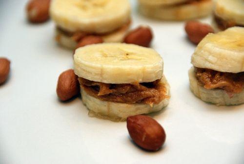 Banana with peanut butter.  Banan med peanøttsmør.