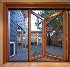 Schön aussehende Türen aber vielleicht zu groß für unseren schmalen Balkon. #narrowbalcony