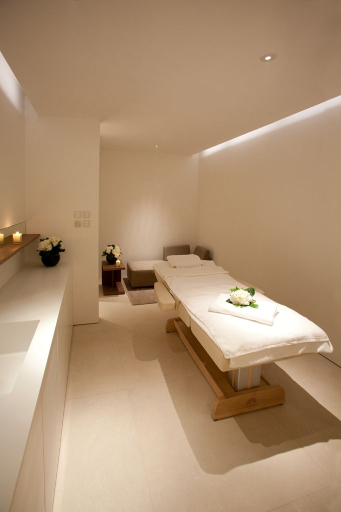 Facial Room, very plain & simple but yet calming, clean & relaxing...