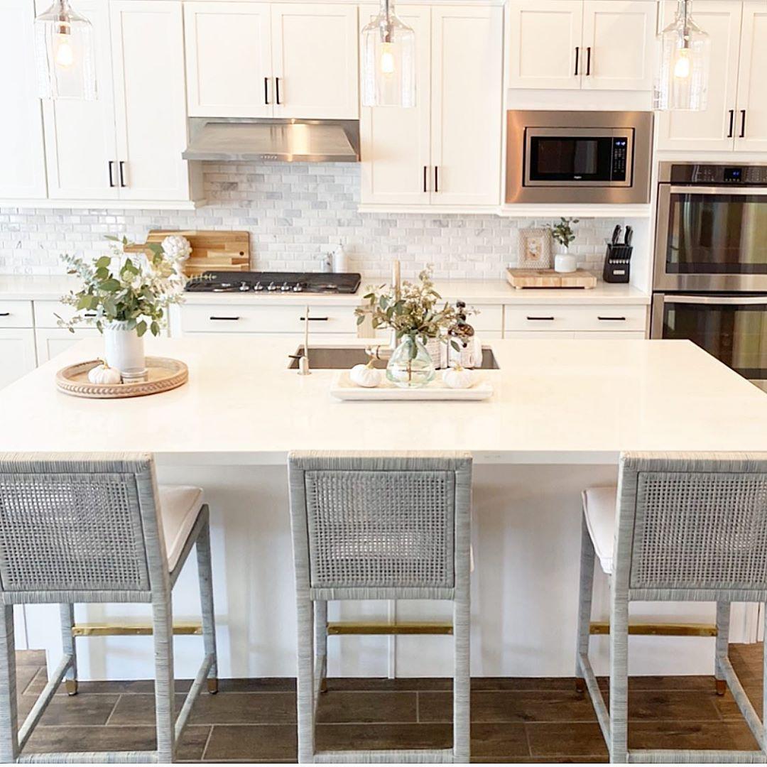 "Nichole LeShea on Instagram: ""Bright and airy kitchen ☀️ . . . #beautifuldecorstyles85a . #beautifuldecorstyles #whitekitchen #kitchenisland #serenaandlily #coastaldecor…"""
