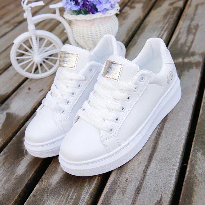 Pin de Adela Psakova en Boty en 2020   Zapatos tenis para