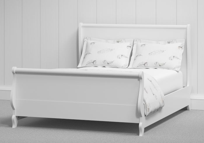 Aberdeen painted bed in white. A very simple and elegant sleigh bed.