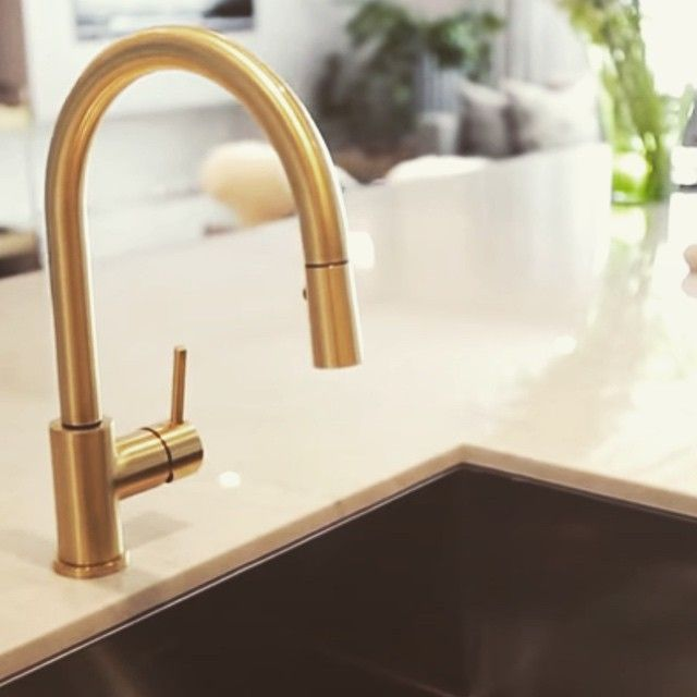 brass faucet, white marble, black sink bowl | Kitchen Crush ...