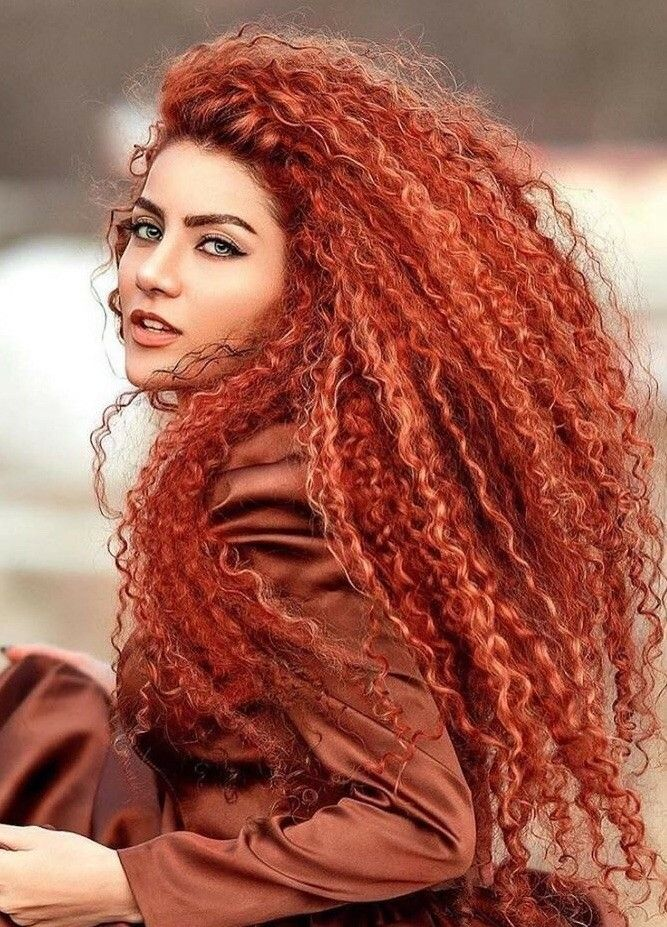 Pin by Tiana on SHE in 2020   Long red hair, Beauty, Curly ...